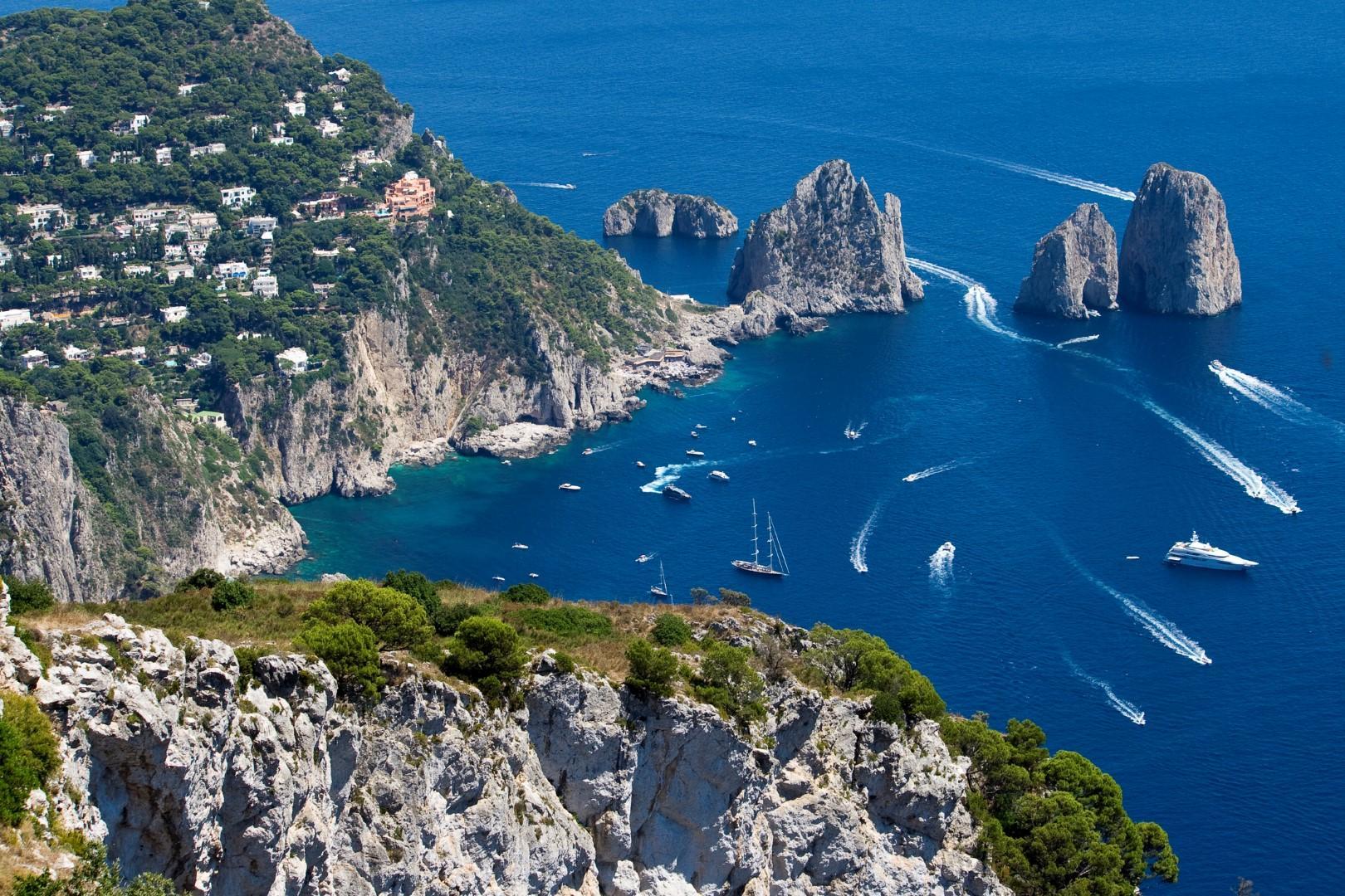 Capri Boat