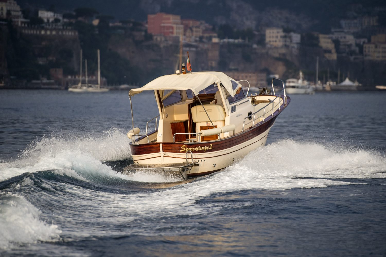 Fratelli Aprea 750 Rent Boat
