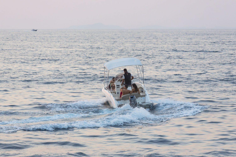 Romar Bermuda 750 Rent Boat