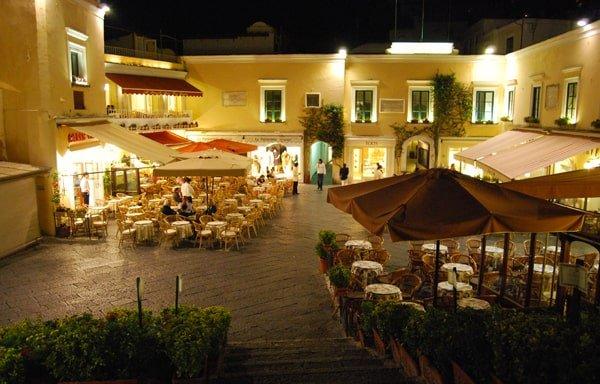 La Piazzetta di Capri - Foto in notturna