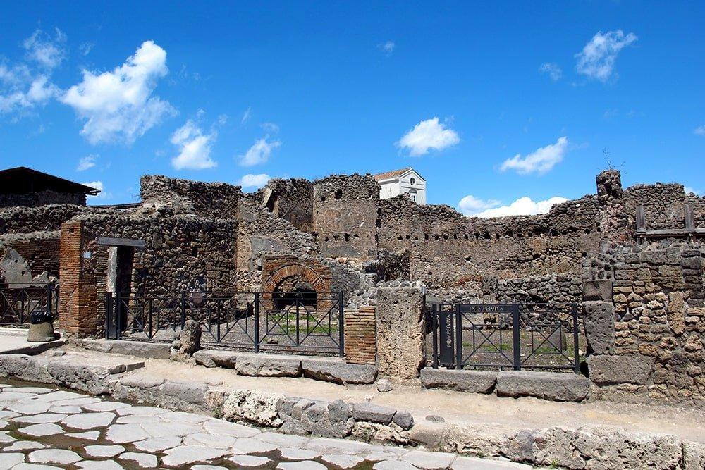Pompeii by boat