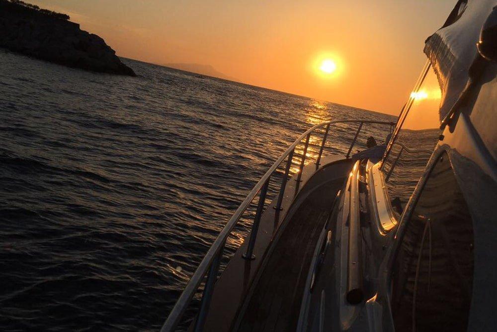 Tramonto spettacolare a Sorrento dalla barca