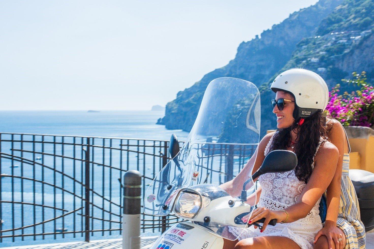 Noleggiare uno scooter per visitare la Costiera Amalfitana