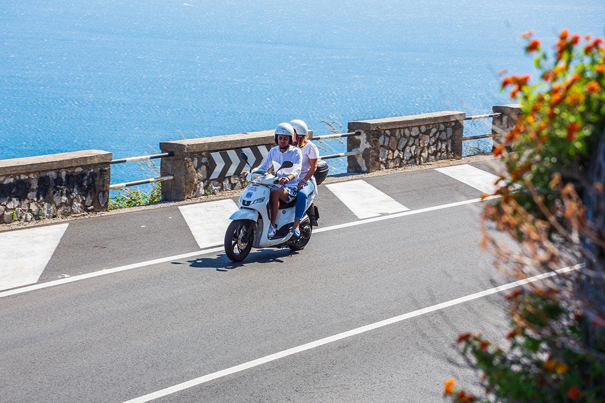Parcheggio scooter sentiero degli dei