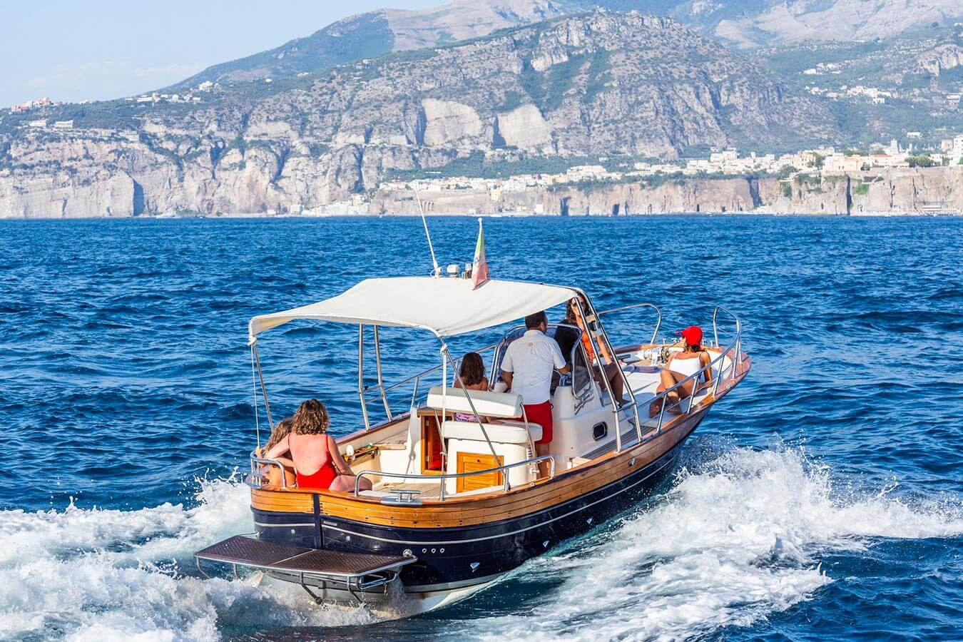 Giro in barca a Capri, tutti i tour imperdibili