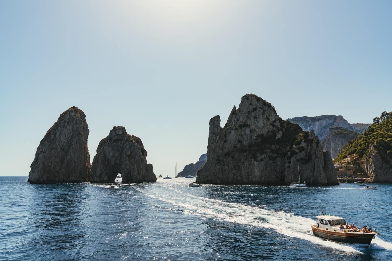 Come organizzare un giro in barca a Capri